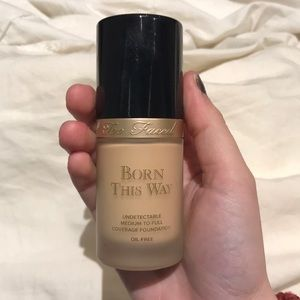 Too faced; Born this way foundation VANILLA